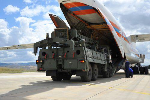 Die Türkei hat in Ankara trotz angedrohter US-Sanktionen weitere Lieferungen des russischen Raketenabwehrsystems S-400 entgegengenommen. REUTERS