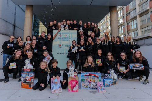 Die weltbekannte Vorarlberger Tanz- und Akrobatikgruppe besuchte in Sao Paulo eine Kinderkrebsstation und brachte Geschenke mit. zurcaroh