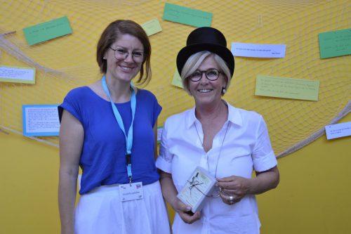 Direktorin Ulrike Bösch (rechts) mit Lehrerin Theresa Rusch.vv