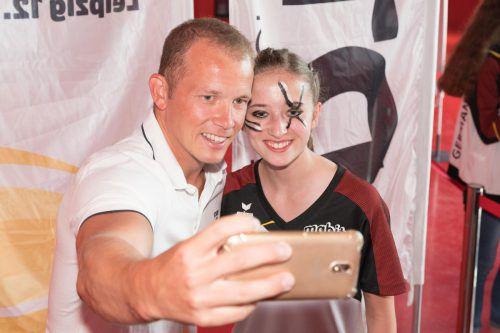 Ein gefragter Selfie-Partner: Turnstar Fabian Hambüchen. VN/Stiplovsek