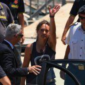 Nach Streit in der EU um Festnahme: Kapitänin Carola Rackete wieder frei. A2