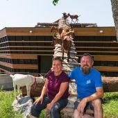 Ein Holzhaus für die Ziegen