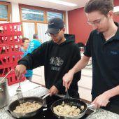 Lehrlinge kochen