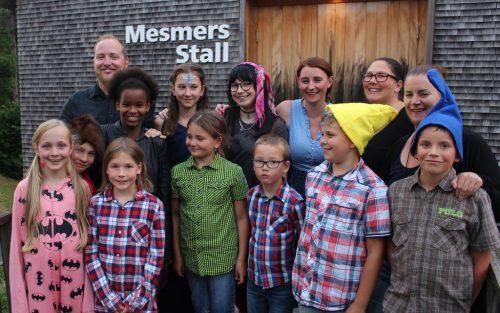 Wie im Vorjahr sorgte die Jugendgruppe der Leandobühne für einen lustigen Auftakt des Alberschwender Käsesommers. Während die Jugend Theater spielte, sorgten die Großen für das leibliche Wohl der Käsklatsch-Besucher.