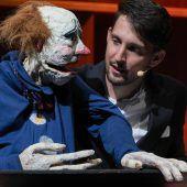 Einzigartig: Nikolaus Habjan begeisterte als Kunstpfeifer und Puppenspieler. D4