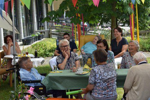 Fröhliche Stimmung beim Sommerfest des Sozialzentrums Alberschwende. me