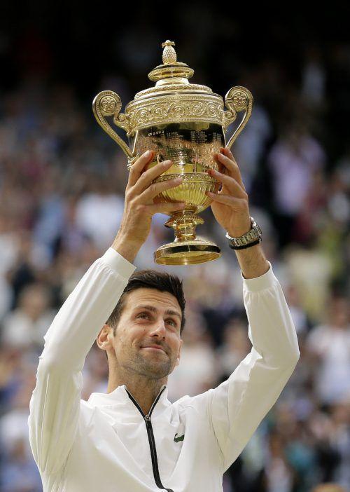 Fünfter Erfolg für Novak Djokovic in Wimbledon, in einem Krimi über knapp fünf Stunden besiegte er Roger Federer.ap, apa