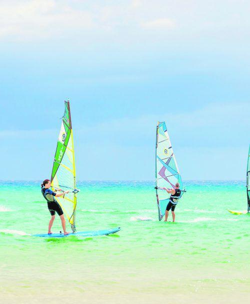 Fuerteventura und besonders der Strand von Sotavento ist das perfekte Ziel für Surfer aller Art. Shutterstock (5)