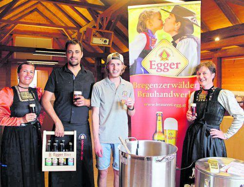 GF Lukas Dorner und Brauergeselle Michel Feuerstein gaben einen Einblick in das Brauhandwerk und luden zur Bierverkostung. STP
