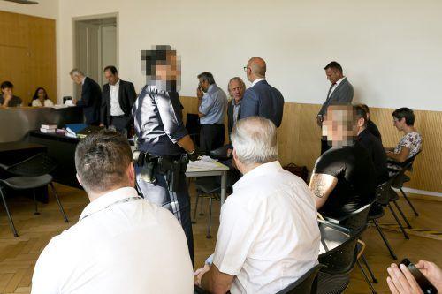 Gleich sechs Beschuldigte nahmen am Mittwoch auf der Anklagebank Platz. D. Mathis