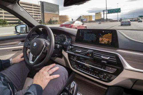 Hände weg vom Lenkrad. BMW baut Datenzentrum für selbstfahrende Autos. Fa