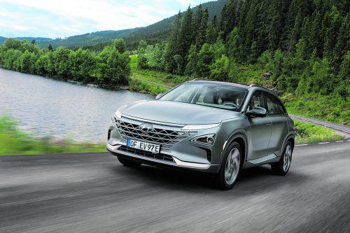 Hyundai setzt auf Wasserstoff als alternative Energie. Mit moderater SUV-Figur führt der Nexo fort, was der ix35 FCEV 2013 begonnen hat.