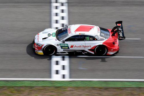 Im ersten Rennen am Norisring fuhr Rene Rast noch als Erster über die Ziellinie.gepa