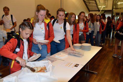 Im Vinomnasaal in Rankweil frühstücken 450 belgische Turner. Die Turnerschaft Rankweil ist hier im Schichtbetrieb im Einsatz.