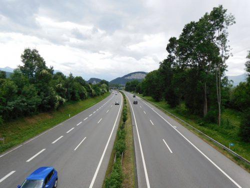 Lärmschutzmaßnahmen entlang der Autobahn sowie Instandhaltungen und Verbesserungen im Straßenbau schlagen sich im Mäderer Budget 2020 nieder.Michael MÄser