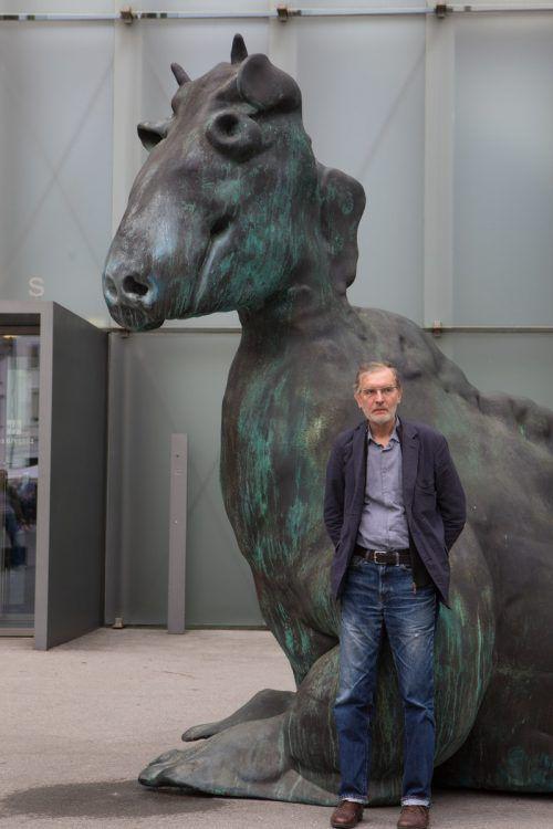 In Bregenz präsentiert Thomas Schütte eine Auswahl seiner bildhauerischen Arbeiten, seiner Architekturmodelle, Aquarellzeichnungen und Holzschnitte und dazu drei Großskulpturen im Stadtraum. VN/Hartinger