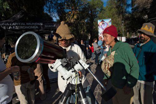 In der Atacama-Wüste werden rund 50.000 Besucher erwartet. APA