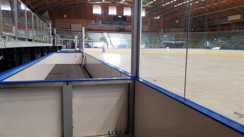 In der Messeeishalle wird noch an der neuen Bande gehobelt, in der nächsten Woche sollen die Cracks des Dornbirn EC erstmals aufs Eis. dec
