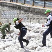 Mexikanische Stadt versinkt im Hagel