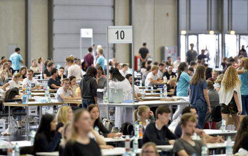In Wien kommen neun Teilnehmer auf einen Studienplatz, in Graz und Innsbruck sieben, in Linz sechs. APA