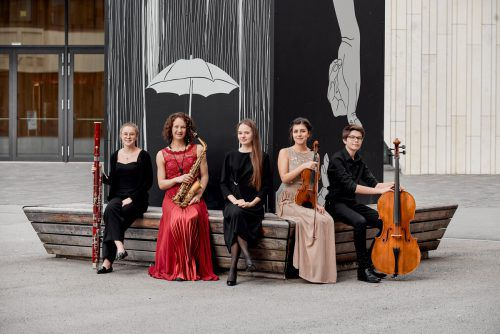 Johanna Bilgeri (Fagott), Ayleen Weber (Saxofon), Mayya Melnichenko (Klavier), Francesca Temporin (Violine) Kilian Erhart (Violoncello) und Michael Loß (Klavier) haben sich gegen 60 Mitbewerber durchgesetzt.VLK/V. Marin
