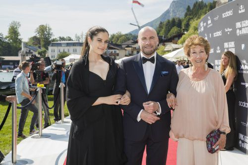 John Travolta mit Tochter und Schwester in St. Wolfgang. apa/scalaria