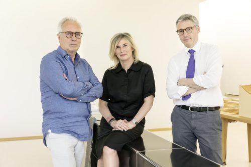 Karin Zumtobel, seit Freitag Aufsichtsrat, verantwortet als Head of Arts & Culture die Geschäftsberichte. Im Bild mit Sascha Lötscher und Dietmar Eberle (l.).FA