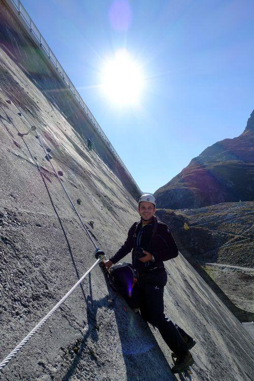 Klettern direkt an der Staumauer.