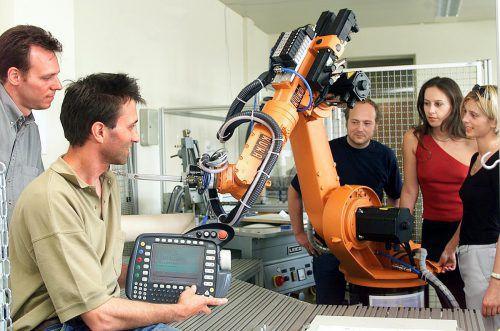 Kontinuität in der Lehre: Robert Merz (Foto: 2000) unterrichtet schon seit 1998 an der FH, heute leitet er die Digital Factory Vorarlberg an der FH Vorarlberg.VN