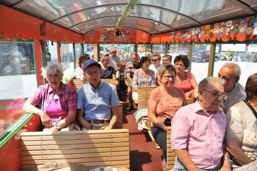 Kurt's Dorfzügle brachte die Senioren nach Schönenbach.Sb Höchst