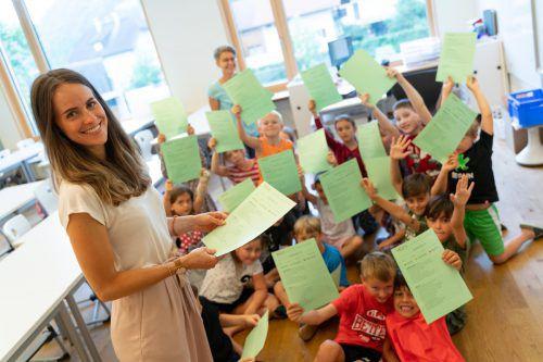 Lehrerin Elena Sedlmayr freut sich ebenso wie ihre Rasselbande von der 1b auf die Sommerferien. VN Stiplovsek