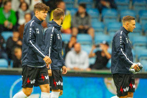 Leo Mätzler (im Bild links mit Emanuel Schreiner vor dem West-Ham-Spiel) und die Juniors haben ihren Blick auf die Aufstiegsplätze gerichtet.Verein
