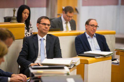 LH Markus Wallner (l.) und Landesrat Johannes Rauch mussten harte Kritik über sich ergehen lassen. VN/Hartinger