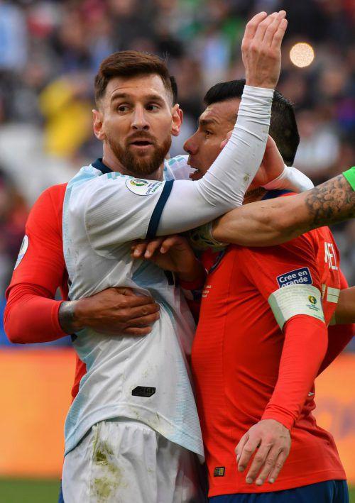 Lionel Messi muss 1500 Dollar Strafe für Rote Karte und Kritik bezahlen.AFP