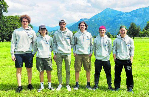 Lukas Göggel, Jakob Mösslang, Luca Sandholzer, Travis Pokel, Josef Kutzer und Jonas Kutzer schnuppern Eishockeyluft im Land des Weltmeisters.dec