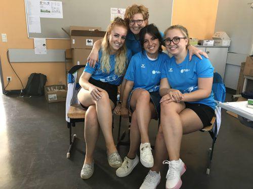 Marie-Louise Hinterauer (zweite von links) mit ihren guten Geistern im OK-Büro. Letzte Vorbereitungen laufen. VN/HÄMMERLE