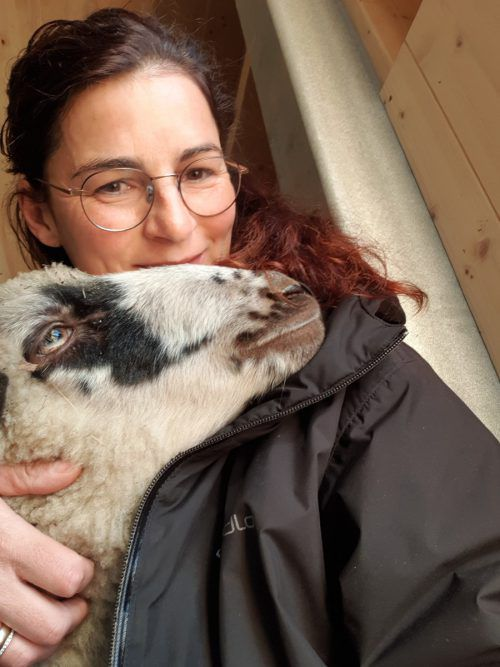 Martina Hartmann hält 19 Schafe, 44 Legehennen und 51 Mastküken. Archiv
