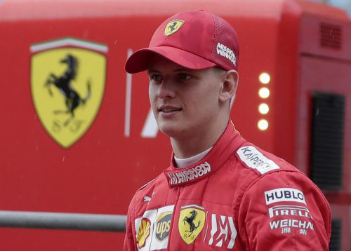 Mick Schumacher steigt in Hockenheim in den Ferrari ein. ap