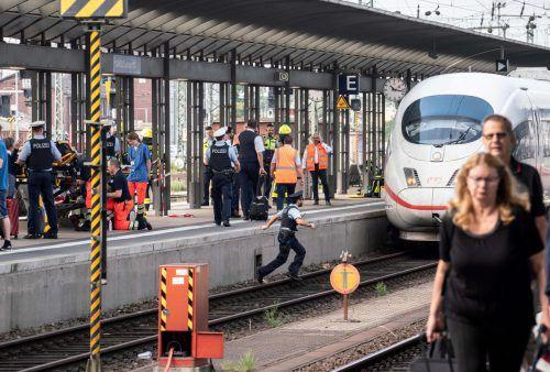 Nach der schrecklichen Tragödie auf Gleis 7 hat die Polizei ihre Ermittlungen aufgenommen und wertet nun Videomaterial aus. afp