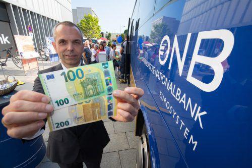 OeNB-Direktor Armin Schneider gibt gerne Euro für Schilling.VN/Hartinger