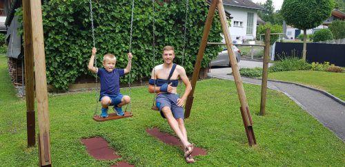 Patenkind Tobias jedenfalls freut sich, dass Matthias Brändle nun – nicht ganz freiwillig – mehr Zeit für ihn hat.privat