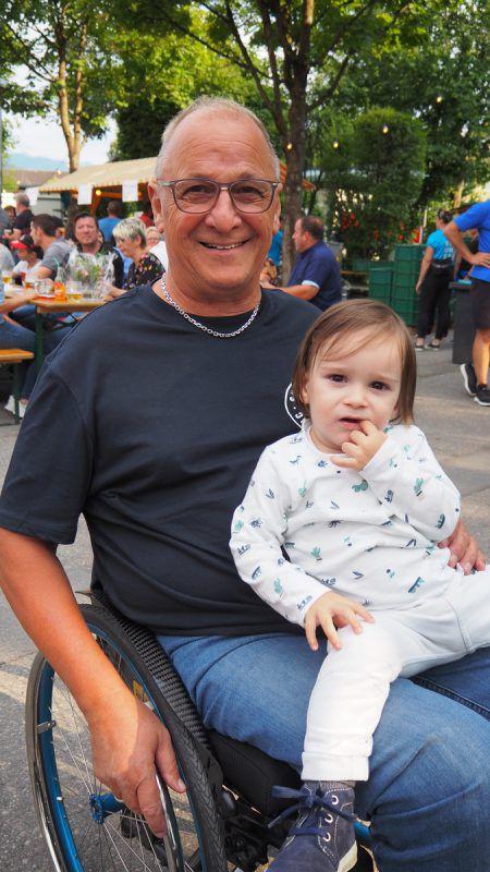 RC-Enjo-Legende und Ehrenobmann Hubert Kilga mit Enkel Felix.