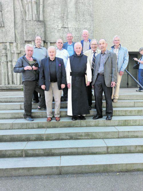Reihe vorne von links: Gerhard Krug, Hans Leisner, Alt-Abt Pater Kassian, Dekan Anton Bereuter. Reihe hinten von links: Dr. Ingo Fässler, Sigbert Stefan, Dr. Eugen Gräf, Ulrich Philippi, Dr. Hermann Hausteiner, Josef Schuhen. A. Leisner