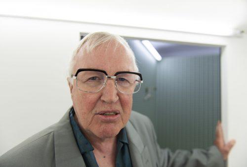 """Schauspieler Rolf Mautz erwartet die Besucher heute zum letzten Mal bei """"Diorama Bregenz :: Der letzte Mensch"""" im Magazin 4.vlt/heinz holzmann"""