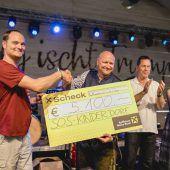 5100-Euro-Scheck für SOS-Kinderdorf