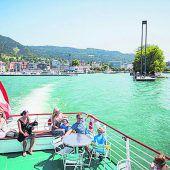 """<p class=""""infozeile"""">               """"schiff ahoi!"""" für eine Rundfahrt durch die Bregenzer bucht             </p><p class=""""infozeile"""">Der Bodensee von seiner schönsten Seite: Eine Rundfahrt mit den Vorarlberg Lines in der Bregenzer Bucht führt kleine und große Seebären bis zur Mündung des neuen Rheins, vorbei an der Bregenzer Festspielbühne und Hard. Danach wird der Bodensee Richtung Lindau überquert. Über Lochau geht es dann zurück in den Ausgangshafen nach Bregenz. Während der Schifffahrt gibt es vom Kapitän über Bordlautsprecher Informationen über die einzigartige Bodensee-Uferlandschaft. Wer will, kann die besondere Stimmung an Bord mit Snacks und erfrischenden Getränken von PIER69-On Board genießen.</p>"""