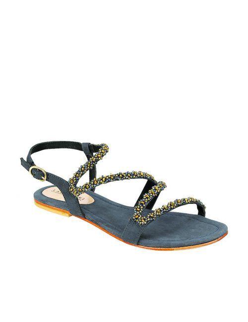 schlangenlinien             Lässige Sandale von Lazzarini, gesehen bei Humanic um 69,95 €.