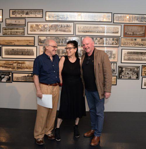 Schriftstellerpaar Michael Köhlmeier und Monika Helfer mit dem Dornbirner Kulturamtsleiter Roland Jörg im Flatz-Museum. stadt dornbirn/dünser