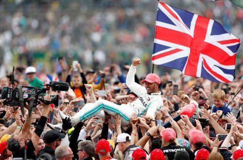 Sechster Sieg für Lewis Hamilton in Silverstone, England feiert den Formel-1-Held. reu