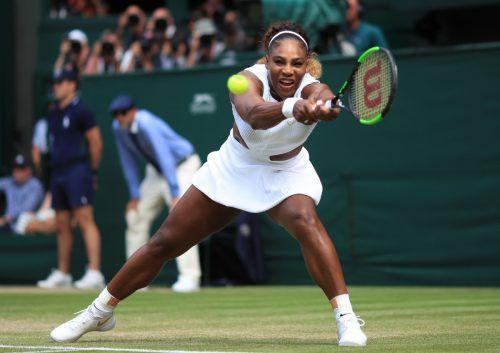 Serena Williams gewann vor 17 Jahren zum ersten Mal den Titel in Wimbledon. Im Endspiel am Samstag wartet Simona Halep.ap, APA